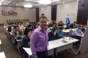 Бизнес тренер Алексей Фатеев провел семинар «Фатальные ошибки в кризис» в Бишкеке.